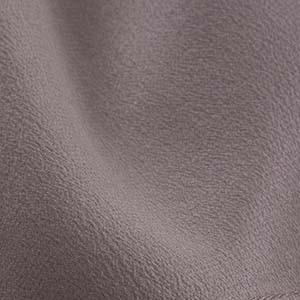 Detailaufnahme vom Crêpe de Chine-Gewebe eines Ulla Popken Kleidungsstücks