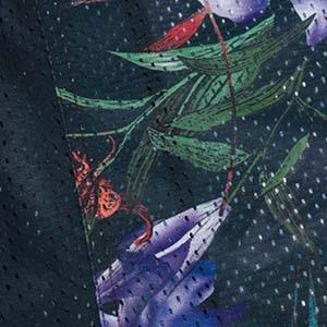 Detail eines Netzmuster eines Ulla Popken Kleidungsstücks
