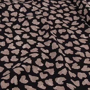 Detailaufnahme von Prints auf einem Ulla Popken Kleidungsstück