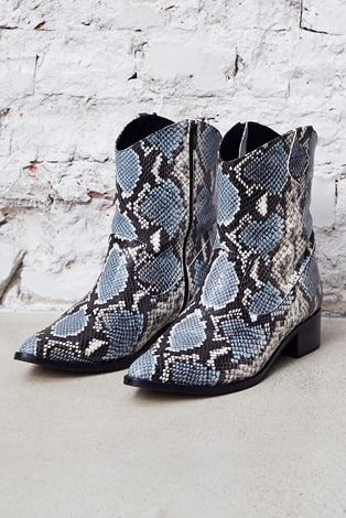 ankle boots, snake look leather, pointed front