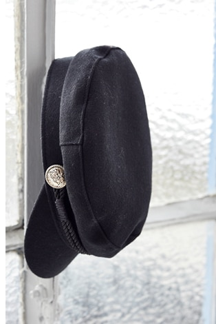 sailor cap, maritime look with gold buttons